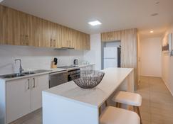 Annexe Apartments - Brisbane - Kitchen