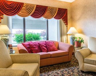 Quality Inn - Ebensburg - Living room