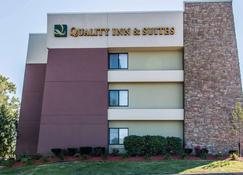 Quality Inn & Suites Warren - Detroit - Warren - Rakennus