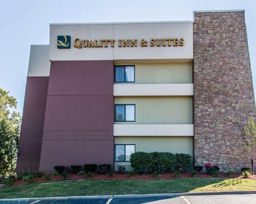 Quality Inn & Suites Warren - Detroit - Warren - Building