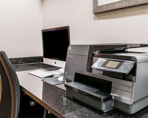 Quality Inn & Suites Warren - Detroit - Warren - Business centre