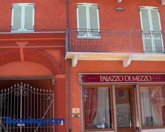 Hotel Palazzo Di Mezzo - Carrù - Gebäude