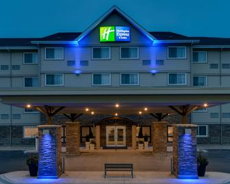 Holiday Inn Express & Suites Fredericton - Fredericton - Building