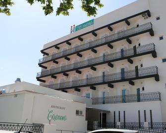 Te Mana Hotel - Torreblanca - Building