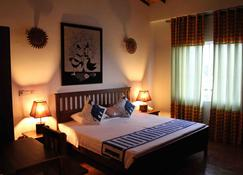 Blue Elephant Guest House - Negombo - Bedroom