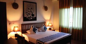 Blue Elephant Guest House - Negombo - Bedroom