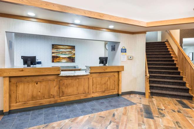 Days Inn & Suites by Wyndham Bozeman - Bozeman - Front desk