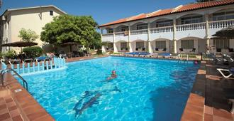 Cape Point Hotel - West Yarmouth - Uima-allas