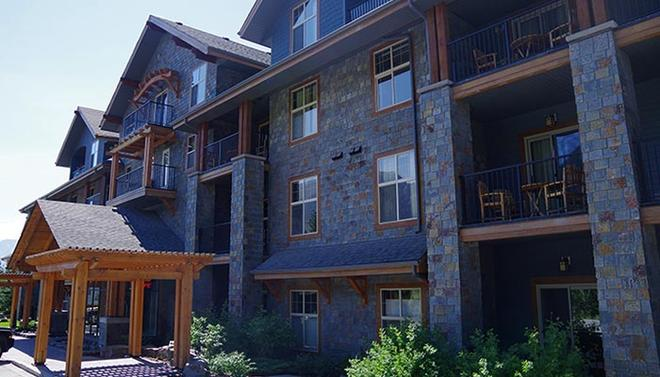 Silver Creek Lodge - Canmore - Building