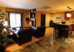 Silver Creek Lodge - Canmore - Living room