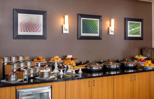 DoubleTree Suites by Hilton Minneapolis - Minneapolis - Buffet