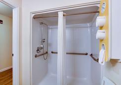Motel 6 Hinesville - Ga - Hinesville - Bathroom