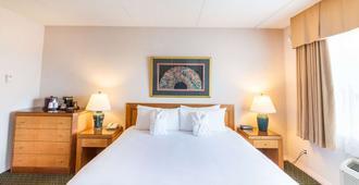 Ramada by Wyndham Thunder Bay Airlane Hotel - Thunder Bay