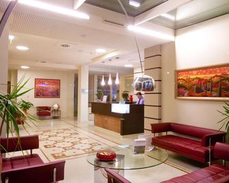 Breaking Business Hotel - Mosciano Sant'Angelo - Рецепція