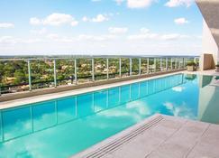 Esplendor Asuncion - A Wyndham Grand Hotel - อะซุนซิออง - สระว่ายน้ำ