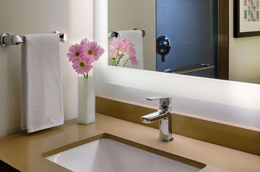 Hyatt House Seattle Downtown - Seattle - Bathroom
