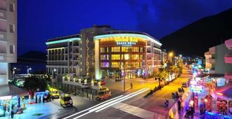 Golden Rock Beach Hotel - מרמריס