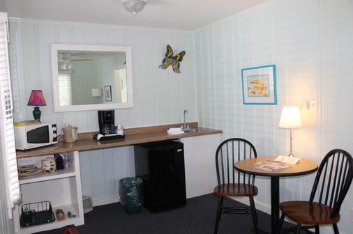 The Grand Guesthouse - Key West - Kitchen