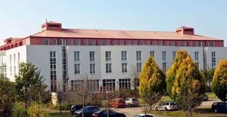 Ramada by Wyndham Weimar - Weimar - Edificio