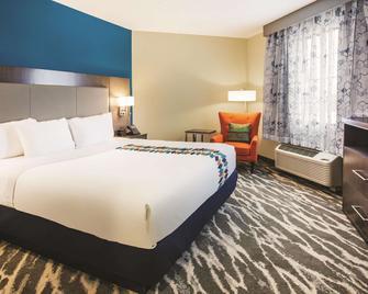La Quinta Inn & Suites by Wyndham Kokomo - Kokomo - Schlafzimmer