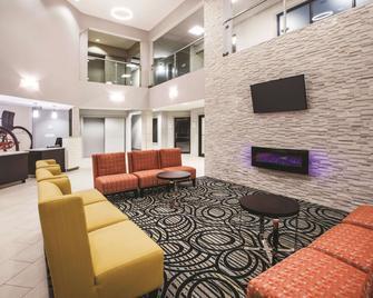 La Quinta Inn & Suites by Wyndham Kokomo - Kokomo - Лаунж