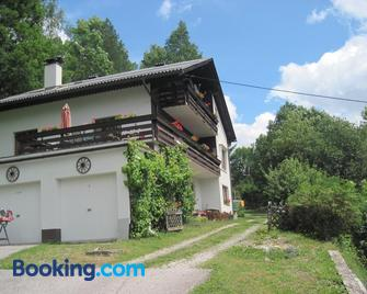 Chalet Catton Appartements and Rooms - Radenthein - Building