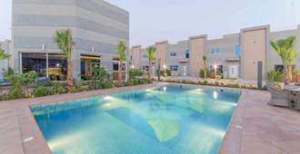 Swiss Spirit Resort Riyadh - Riyadh - Pool