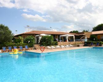 Villaggio Costa Paradiso - Isola Rossa - Zwembad