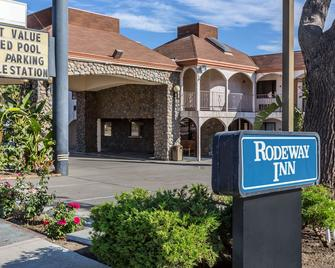 Rodeway Inn Magic Mountain Area - Castaic - Building
