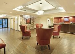 Red Roof Inn Plus+ Austin South - Austin - Lobby