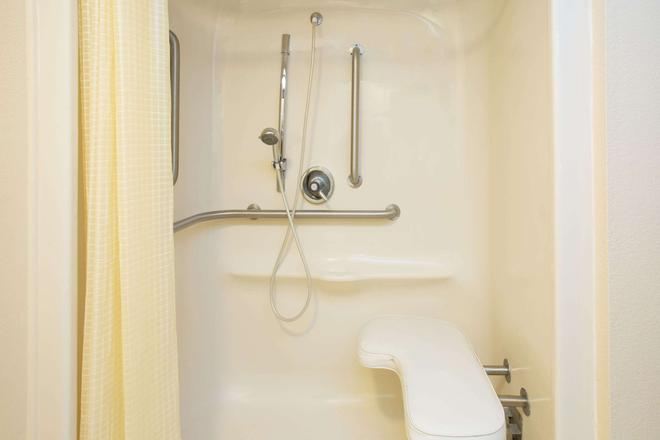 Travelodge by Wyndham Fort Myers Airport - Fort Myers - Kylpyhuone