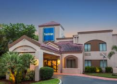 Travelodge by Wyndham Fort Myers Airport - Fort Myers - Gebouw