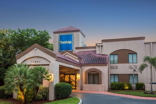 Travelodge by Wyndham Fort Myers Airport - Fort Myers - Rakennus