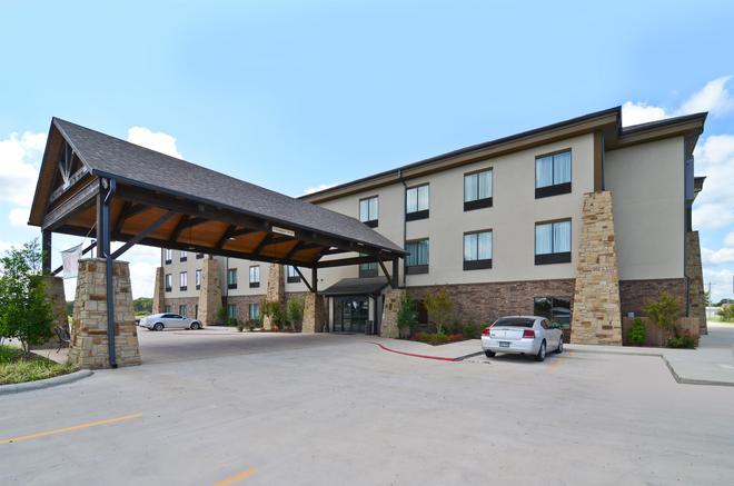 Best Western Plus Emory at Lake Fork Inn & Suites - Emory - Building