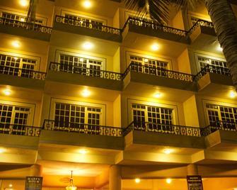 Best Western Posada Freeman - Mazatlán - Building
