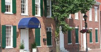 1840s Carrollton Inn - Baltimore - Building