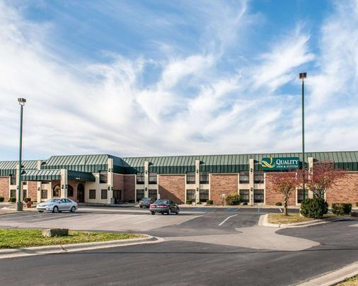 Quality Inn and Suites Shelbyville I-74 - Shelbyville - Building