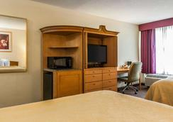 Quality Inn and Suites Shelbyville I-74 - Shelbyville - Bedroom
