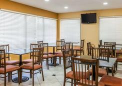 Quality Inn and Suites Shelbyville I-74 - Shelbyville - Restaurant