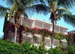 Trade Winds Hotel - Cedar Grove - Vista exterior