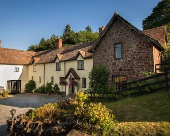 Castle Of Comfort Country House - Bridgwater - Building