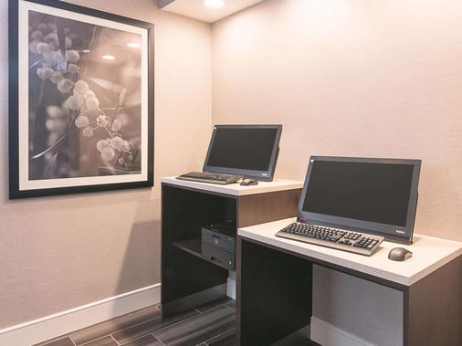 La Quinta Inn & Suites by Wyndham Atlanta Conyers - Conyers - Business centre