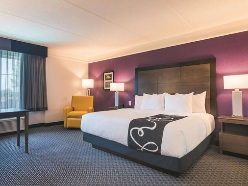 La Quinta Inn & Suites by Wyndham Atlanta Conyers - Conyers - Bedroom