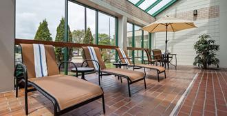 Best Western East Towne Suites - Мэдисон - Балкон