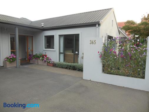 Garden Bed and Breakfast - Christchurch - Building