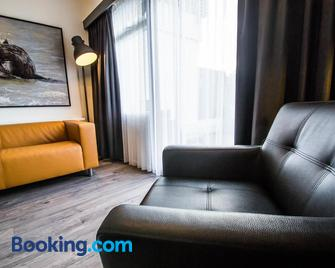 De Berkenhof - Nes - Living room