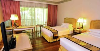 Waterfront Insular Hotel Davao - דבאו