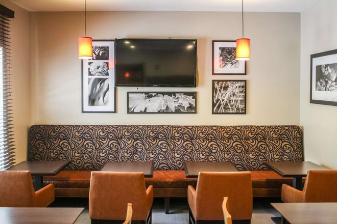 Country Inn & Suites Washington Dulles Internation - Sterling - Sala de estar