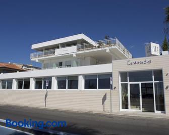 Hotel Ristorante Centosedici - Terracina - Gebouw