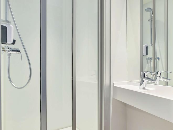 hotelF1 Limoges - Limoges - Bathroom